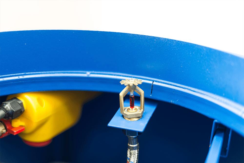 Автоматическая очистительная система состоит из комплекса механизмов, отвечающих за очистку и дезинфекцию всей внутренней поверхности конструкции. В камере очистки смонтирована система пожаротушения, подающая воду в ствол МСМ и мусороприемную камеру при загорании мусора в стволе МСМ или мусоросборной камере.